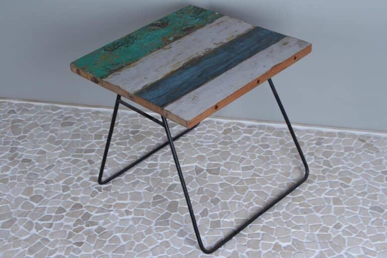 Tischchen Boot Holz 50x50x47 cm.